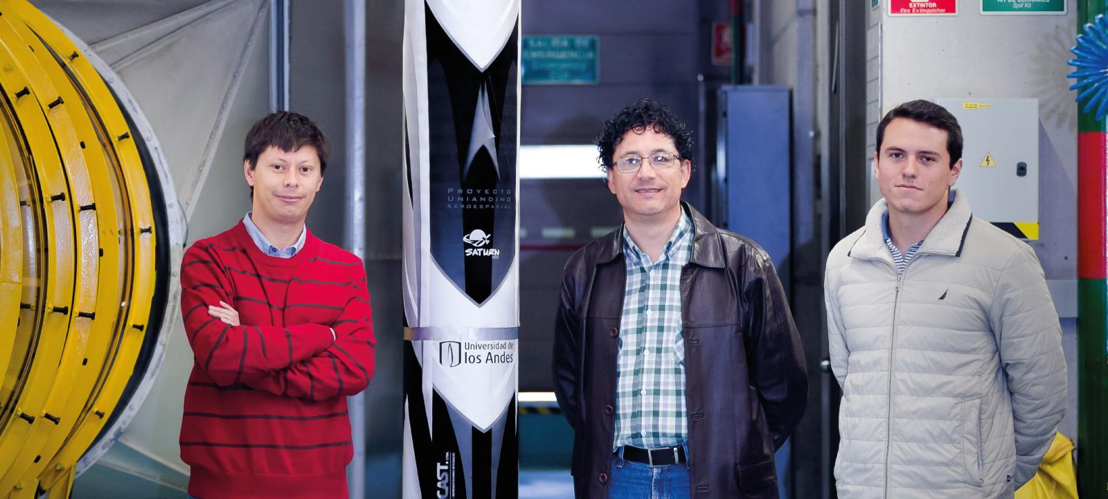 Apoyo en la construccion del cohete por parte del los profesores Johan Osma y Fabio Rojas | Uniandes