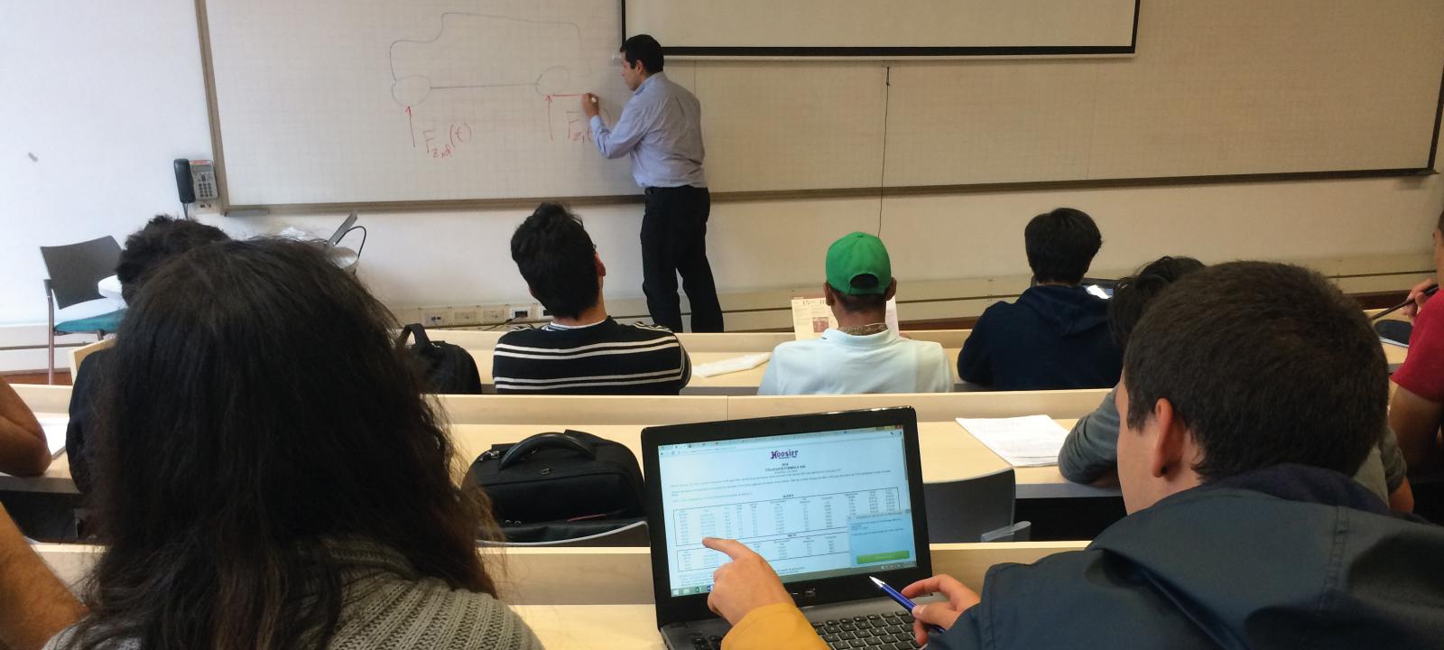 Estudiantes de maestría con el profesor Luis Muñoz | Uniandes