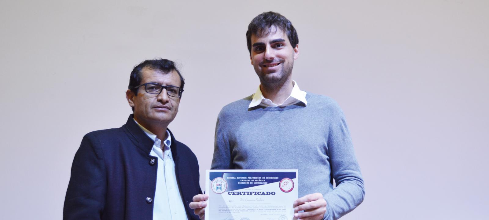 El profesor Giacomo Barbieri fue invitado al encuentro de graduados de la Facultad de Mecánica de la Escuela Politécnica Superior de Chimborazo (Ecuador) para hacer una exposición acerca del tema de la Industria 4.0