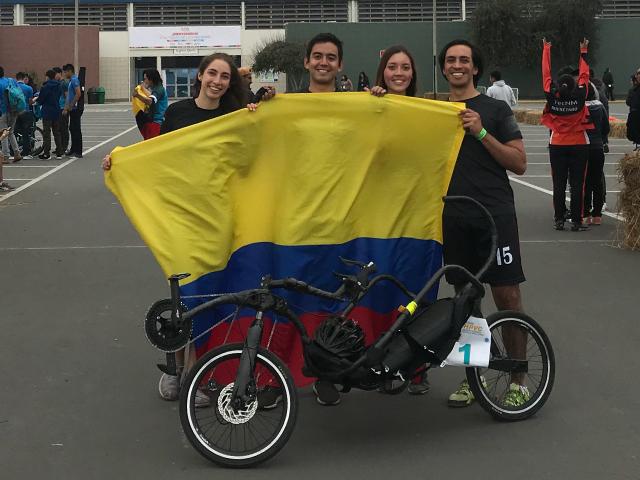 Estudiantes de Ingeniería Mecánica viajaron a Perú a representar a Uniandes en competencias del E-fest